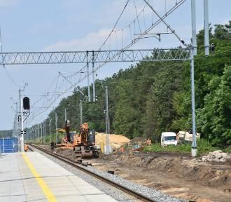 Modernizacja liniii kolejowej. Budowa przejścia pod torami w Żarkach Letnisku