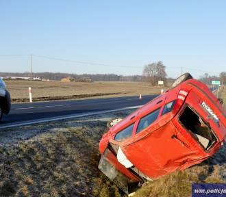 Wypadek na DK 16. Do rowu wpadł samochód [ZDJĘCIA]