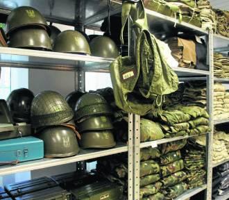 Wojskowe mundury, manierki... a nawet kalesony. Co kupisz w Agencji Mienia Wojskowego?