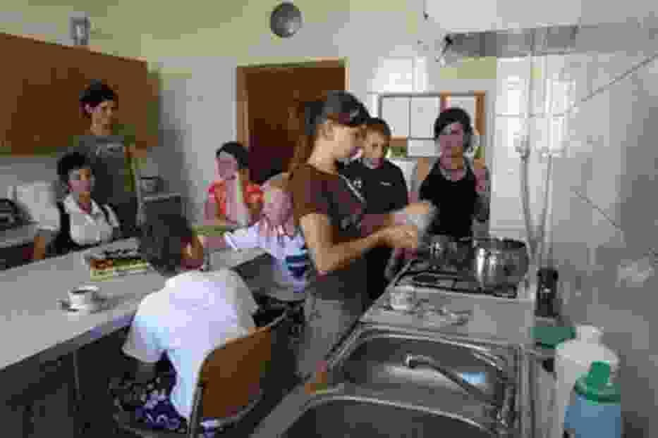 W mieszkaniu przy  ulicy Rzecznej wychowankowie sami organizują sobie życie