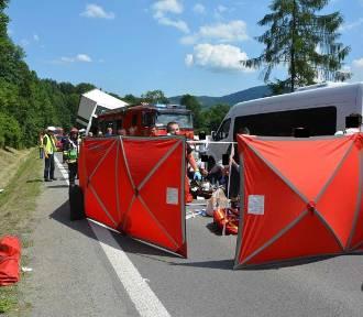 Wypadek na zakopiance w Tenczynie. Autokar zderzył się z ciężarówką i samochodem [NOWE FAKTY,
