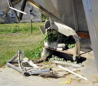 Zniszczony przystanek w Nacławiu nadal straszy [ZDJĘCIA]