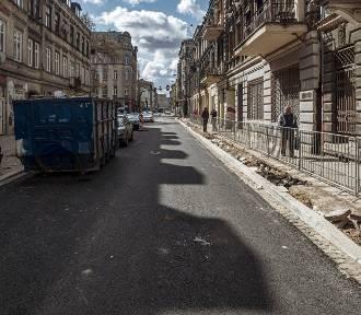 Pierwsze warstwy asfaltu na Wschodniej