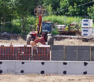 Trwa budowa Legnickiego Parku Wodnego AquaFun [ZDJĘCIA]