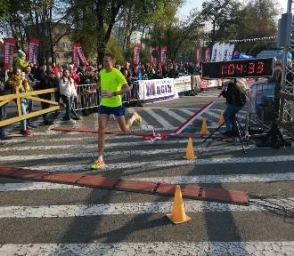 Jubileuszowy kościański półmaraton wygrał Kamil Karbowiak FOTO