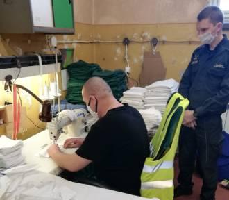 Policjanci pracują w maseczkach prosto z więzienia