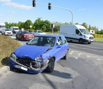 Kolizja na skrzyżowaniu Sikorskiego i Concordii w Piotrkowie. Sprawca uciekł pod prąd fordem