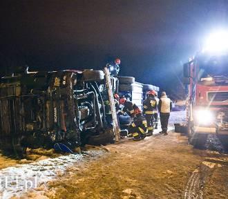 Wypadek ciężarówki w Kazimierzowie. Pijany kierowca trafił do szpitala