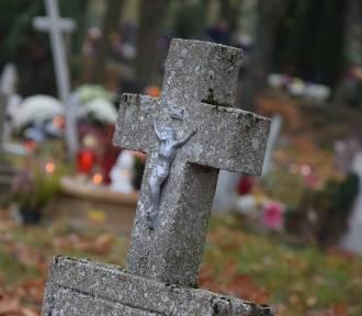 Bez procesji na cmentarzu na Wszystkich Świętych