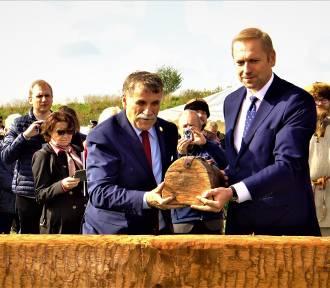 Huczne rozpoczęcie rekonstrukcji grodziska w Tumie [ZDJĘCIA]