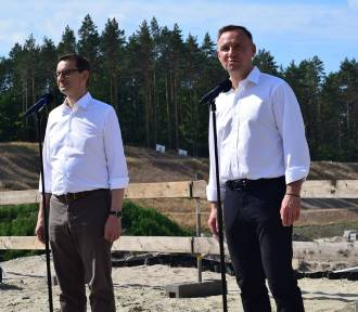 Andrzej Duda i Mateusz Morawiecki z wizytą na przekopie Mierzei Wiślanej