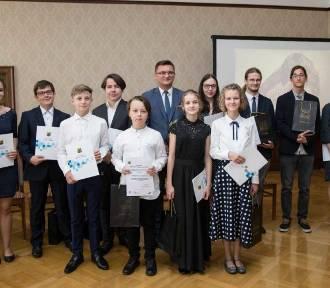 Przyznano nagrody dla uzdolnionych uczniów szkół artystycznych LISTA LAUREATÓW