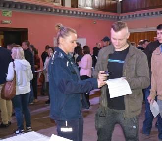 Nowy Dwór Gdański. III Nowodworskie Targi Pracy. Oferta zatrudnienia w policji