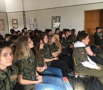 SP 3 Stargard: Uczniowie klas mundurowych mieli ciekawe spotkanie z SOK-istami [zdjęcia]