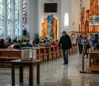 """""""Kościół nie jest żadnym autorytetem"""". Coraz mniej młodych się z nim identyfikuje"""