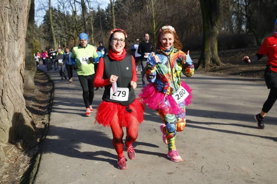 Bieg dla par 2019. Nie tylko zakochani pobiegli w Parku Skaryszewskim [ZDJĘCIA]