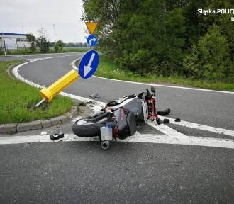 Wywrócony motor na drodze... i zakrwawiony mężczyzna w lesie
