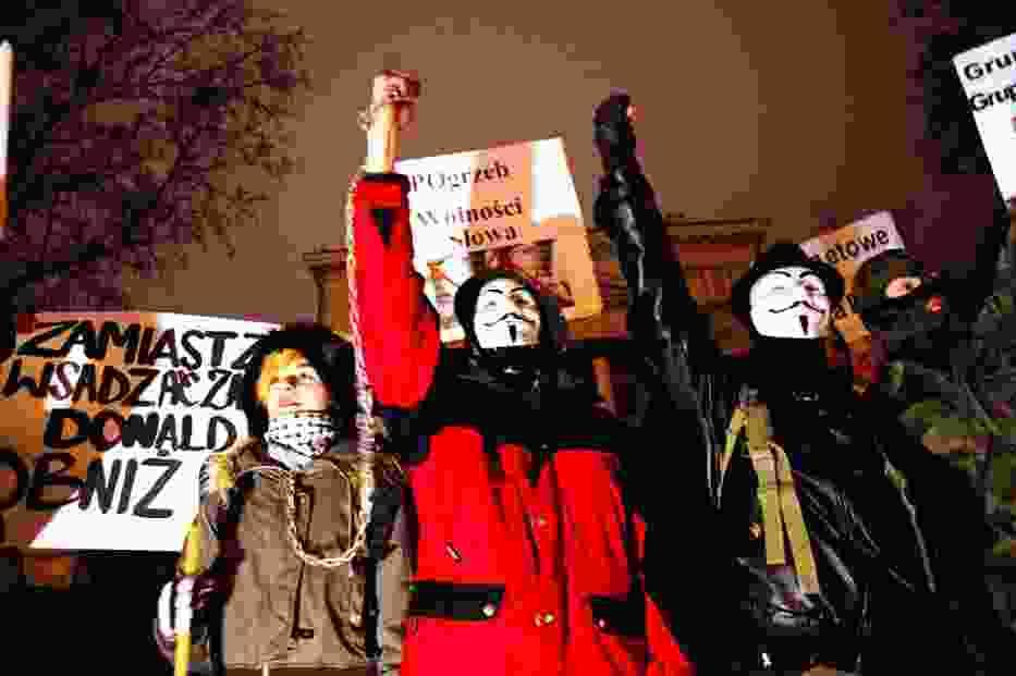 Ponad dwa tysiące osób wzięło udział w proteście w Poznaniu przeciwko umowie ACTA, którą w nocy podpisał polski rząd
