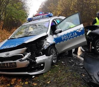 Wypadek z udziałem radiowozu pod Grudziądzem. Ranni dwaj policjanci