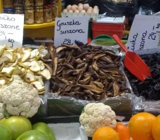 Ile zapłacimy za suszone borowiki i cytrusy na Rynku Bałuckim