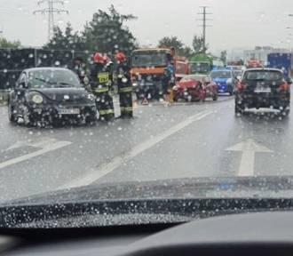 Wypadek na obwodnicy Skawiny. Zderzyły się dwa samochody osobowe