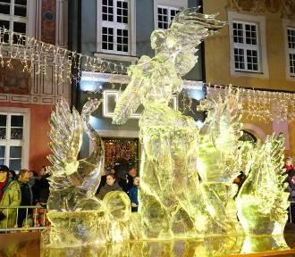 Piękne rzeźby lodowe na Starym Rynku [ZDJĘCIA]
