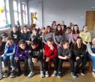 Szkoła Podstawowa nr 16 w Kaliszu obchodziła Międzynarodowy Dzień Języka Ojczystego. ZDJĘCIA