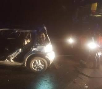Wypadek na autostradzie A4. Ciężarówka najechała na auto osobowe. Troje rannych