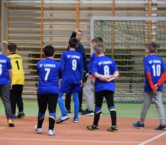 Nauczyciele zaszczepiają u młodych ludzi miłość do futbolu