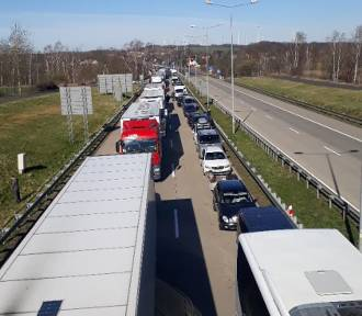 7 godzin- tyle czeka się obecnie na wjazd do Polski na autostradzie A4  [ZDJĘCIA/FILM]