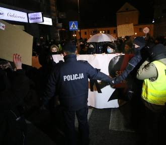 Policja wylegitymowała 43 protestujących. Jedna osoba była poszukiwana