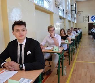 Matury 2018 w Zamościu: o 9:00 uczniowie zaczęli zmagania z j. polskim. ZDJĘCIA z II LO