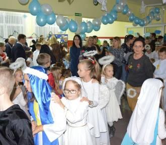 Pierwszy Bal Wszystkich Świętych w Sierakowicach z tłumem przebranych dzieci i dorosłych ZDJĘCIA,