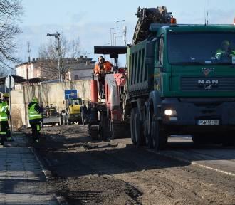 Na ulicę Kujawską wjechał ciężki sprzęt. Ruszył remont drogi