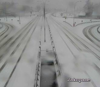 Nagły atak zimy. Problemy na zakopiance i innych drogach Małopolski