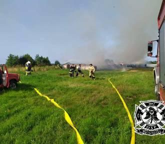 Uparty pożar w Białogórze (gmina Krokowa): paliły się baloty słomy