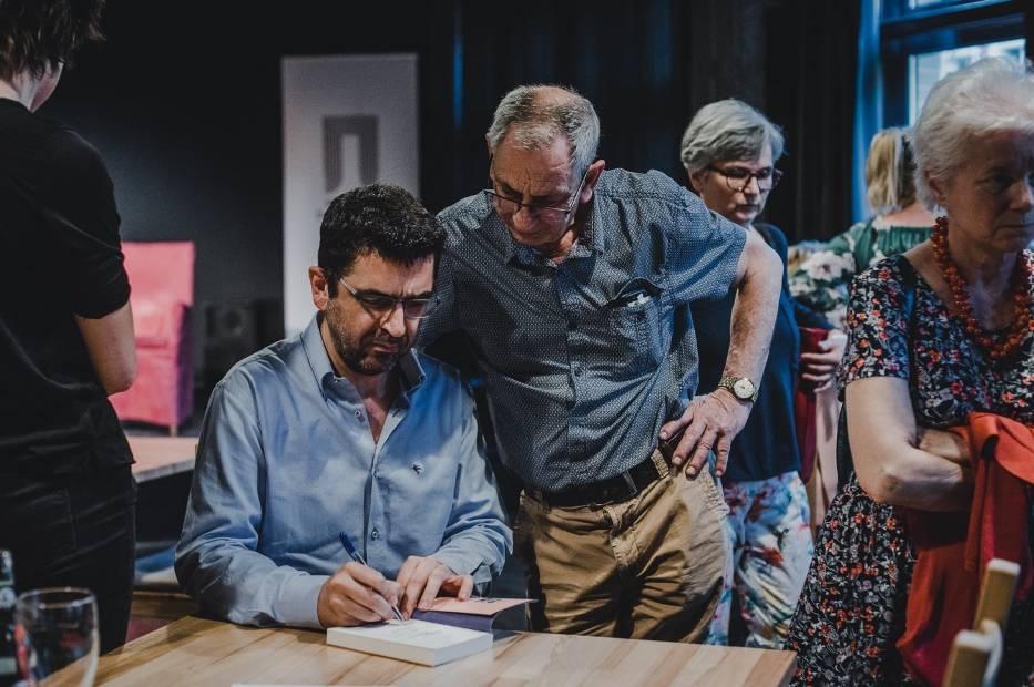 """Makis Tsitas spotkał się z czytelnikami na """"Greckim popołudniu"""" w Klubie Proza we Wrocławiu"""