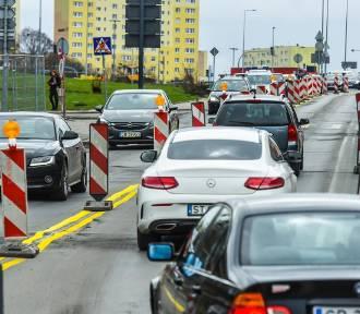 Ulica Kujawska z wyłączonym jednym pasem ruchu [zdjęcia]