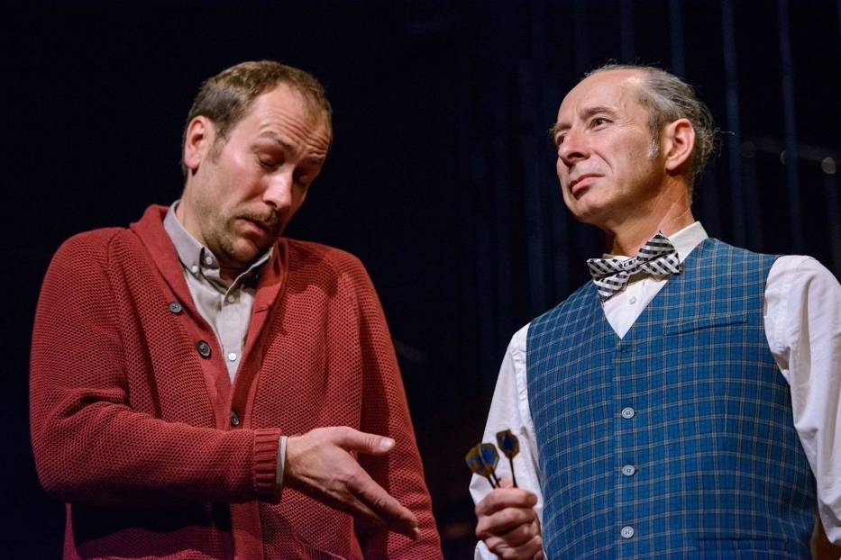 Aleksander Fiałek (Syd) i Sławomir Głazek (Harry Wade) w scenie ze spektaklu 'Porachunki z katem' w Teatrze im