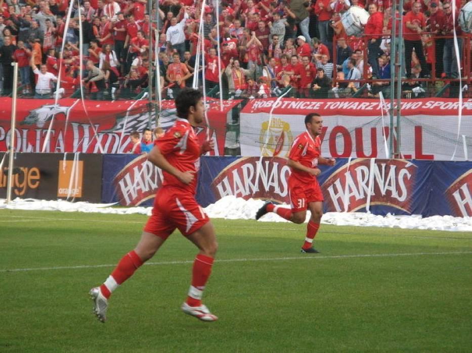 Łukasz Masłowski i Grzegorz Piechna cieszą się po pierwszej bramce dla Widzewa Łódź w meczu z Cracovią Kraków