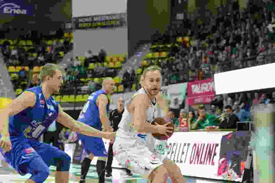 Łukasz Koszarek wraz z kolegami w ubiegłym sezonie dwukrotnie pokonali zespół z Kutna