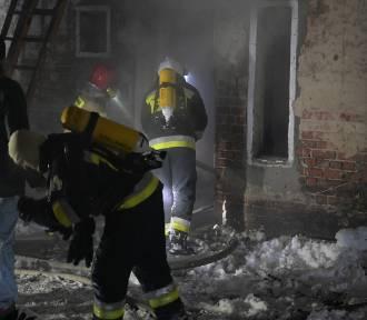 Tragiczny pożar w kamienicy przy ul. Wybickiego w Grudziądzu. Zginęły dwie osoby