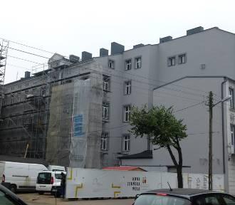 Centrum Zduńskiej Woli. Jak idzie remont zabytkowej kamienicy przy ul. Łaskiej?