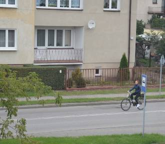 Władze Łowicza cieszą się z 900 tys. zł, które otrzymają na ścieżkę pieszo-rowerową na ul. Topolowej