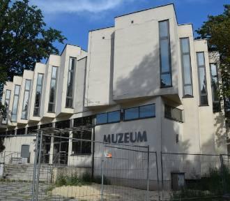 Remont kaliskiego muzeum przerwany. Dlaczego wykonawca opuścił plac budowy? ZDJĘCIA