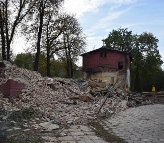 Wyburzają dworzec w Murckach. Miał prawie 150 lat ZDJĘCIA
