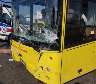 Zderzyły się dwa samochody i autobus. Lądował LPR