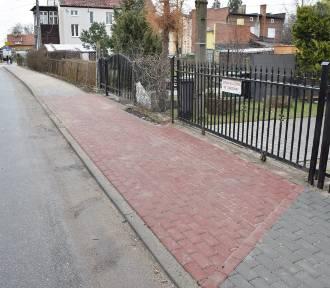 Nowy Dwór Gdański. Zakończył się remont chodnika przy ulicy Krótkiej [ZDJĘCIA]