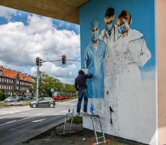 Mural dla lekarzy już prawie gotowy! [ZDJĘCIA]