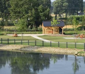 Fontanna, altanka z grillem oraz plac zabaw pojawiły się przy basenie w Międzyborzu